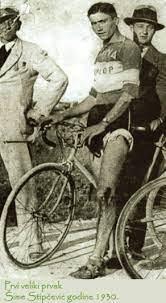 Crno-bijela fotografija biciklista iz 1930-ih